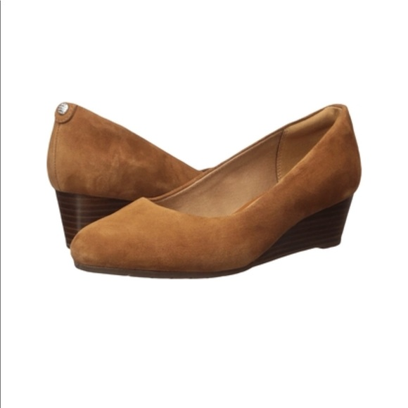 72b37219a07 Clark s Vendra Bloom Brown Suede Wedge Shoes 7. NWT. Clarks
